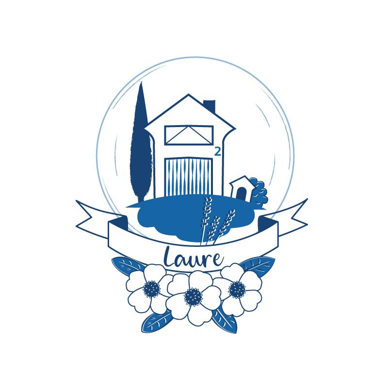 Le blason boule magique de Laure, maison familiale en Provence, niche pour le chien et fleurs.
